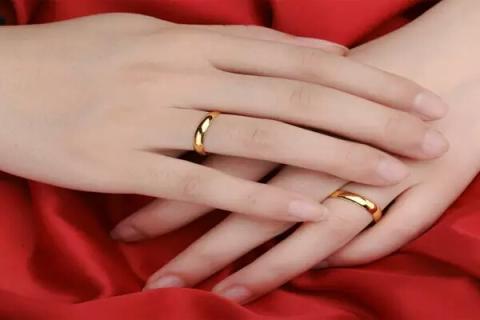 सोने की अंगूठी पहनने से होते हैं ये 4 चमत्कारी फायदे, जरूर पढ़ें