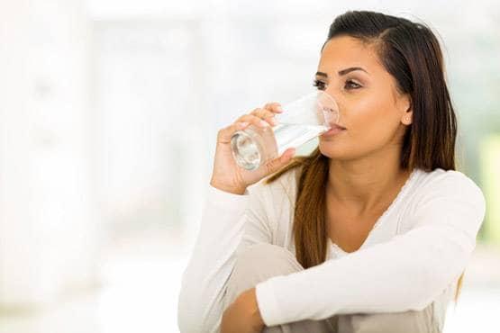 अगर आप भी खाने के बाद पानी पीते हैं तो तुरंत जान लें इसके बारे में